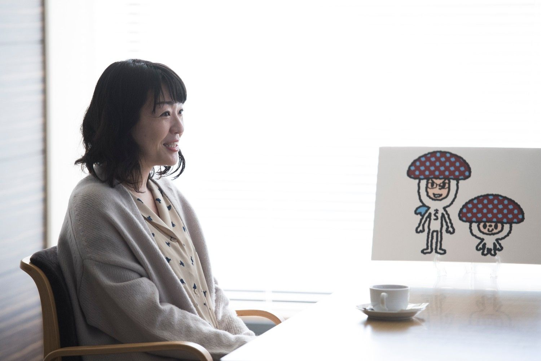 村田沙耶香さんとしいたけさん ©榎本麻美/文藝春秋