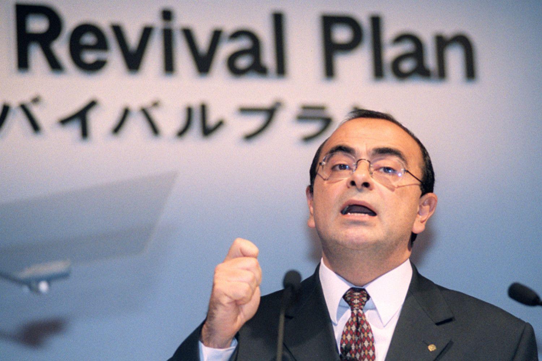1999年、日産の再生計画を発表するゴーン氏 ©共同通信社