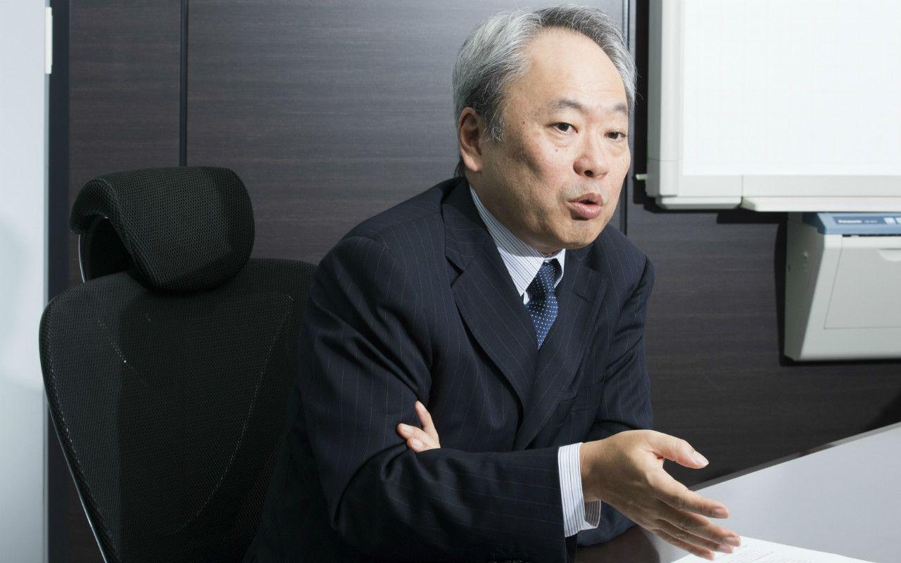 「インターネット・モバイル革命で日本はアメリカに大敗を喫した。しかしモノづくりの観点からすると、今は復活のチャンスにある」と力説する冨山和彦氏。