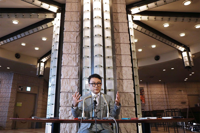 紫綬褒章の受章が決まり行われた記者会見 ©時事通信社