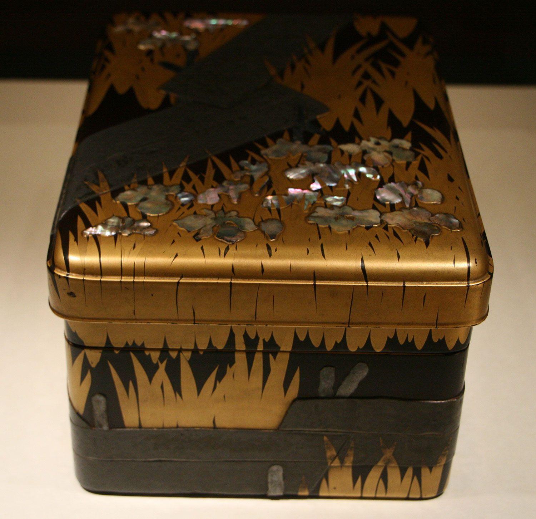尾形光琳《八橋蒔絵螺鈿硯箱》18世紀 東京国立博物館