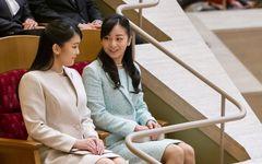 """スカート丈にもこだわりが 眞子さまと佳子さま、それぞれの""""ファッション観"""""""