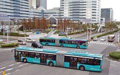 """日本中で""""2倍長い""""「連節バス」が増えている2つの「裏事情」"""