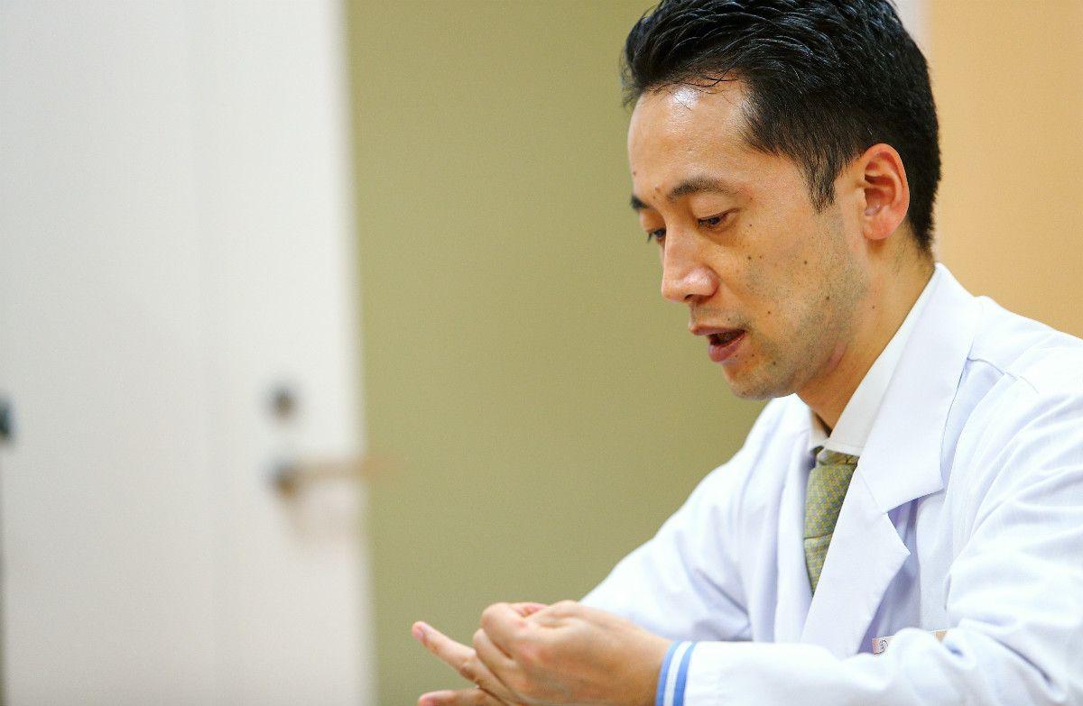 山田悟医師は「40歳以上は注意。3人に1人が糖尿病予備軍。血糖値は空腹時でなく『食後』の140未満を目指すように」勧める。©松本輝一/文藝春秋