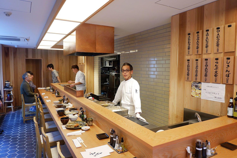 まるで寿司屋のような店内。「揚げたうちから食べてほしい。とんかつを寿司のようにご提供しています」