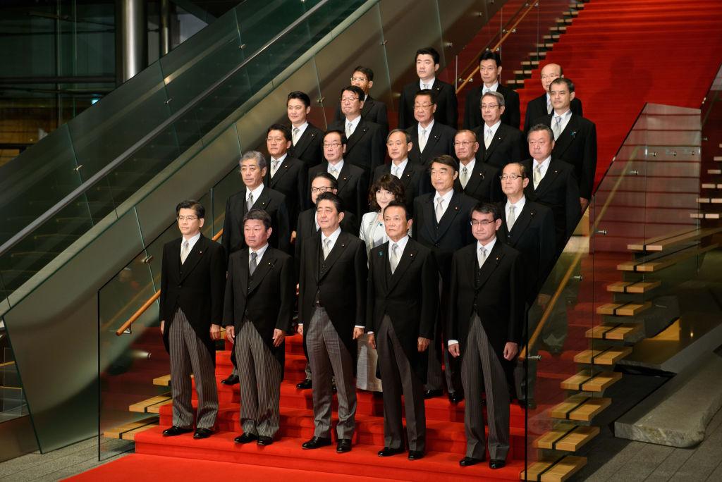 新閣僚の記念撮影 ©getty