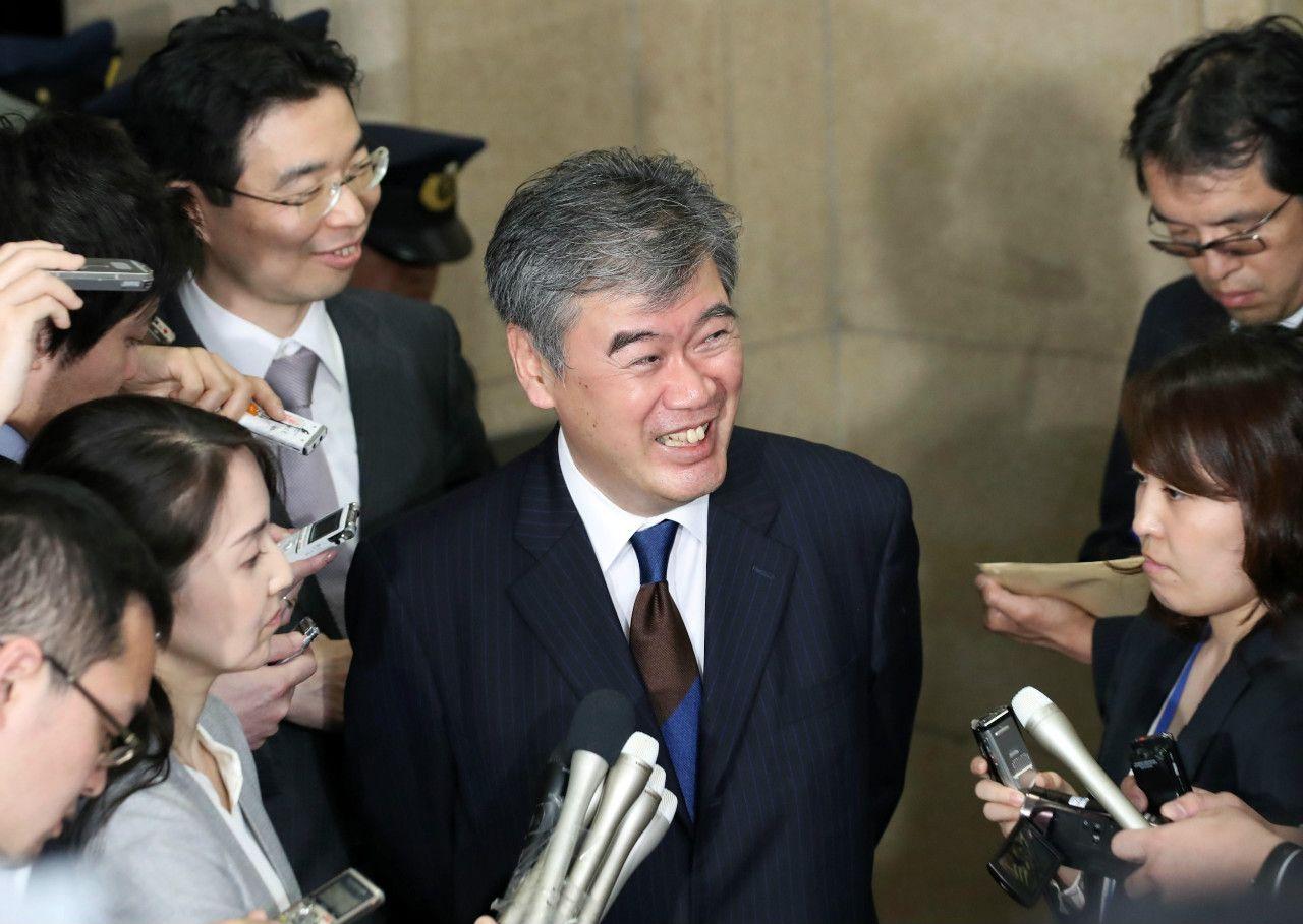 セクハラ発言で辞任を表明して、記者会見する福田事務次官