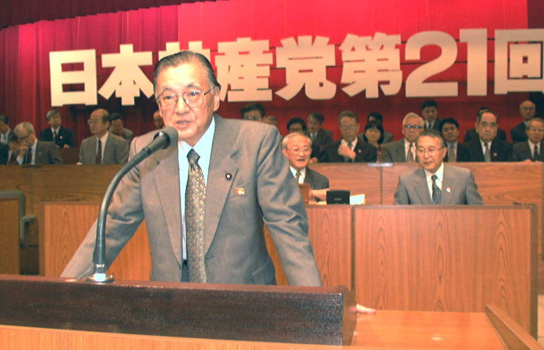 第21回党大会で中央委員会報告をする不破哲三 ©共同通信社