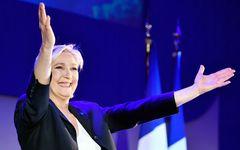 仏大統領選、マクロン勝利がほぼ確定でもルペンら極右勢力を侮れない理由