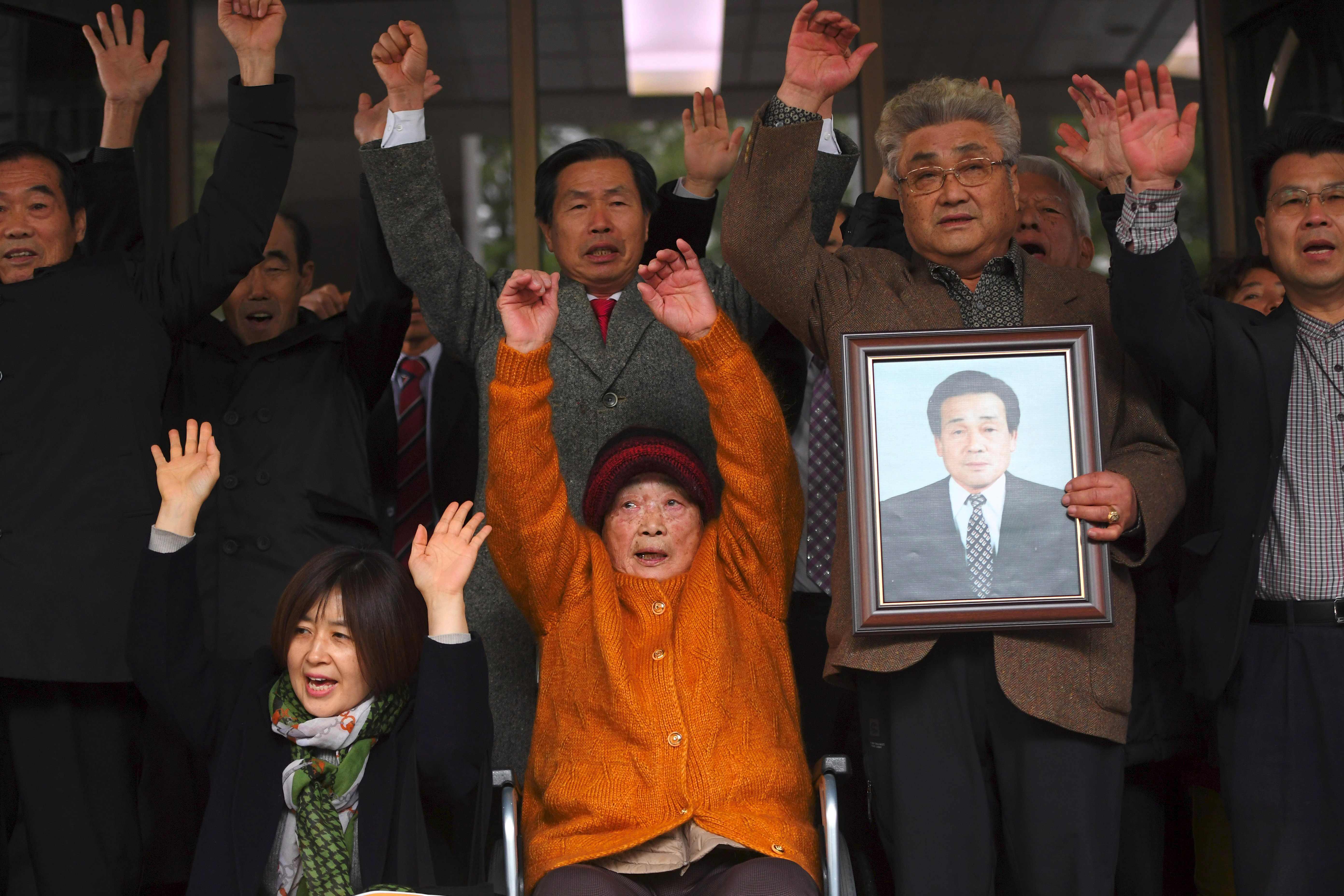 """徴用工判決から1年 被害者たちが、韓国政府に対して""""反撃""""を始めた ..."""