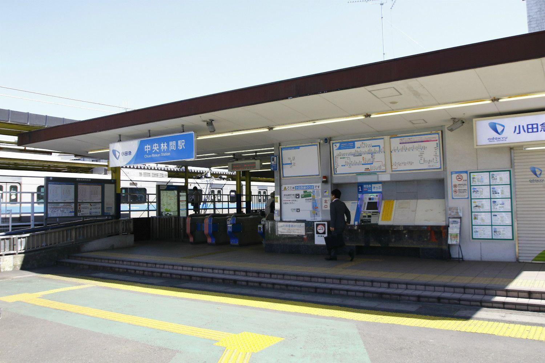 シンプルな駅舎