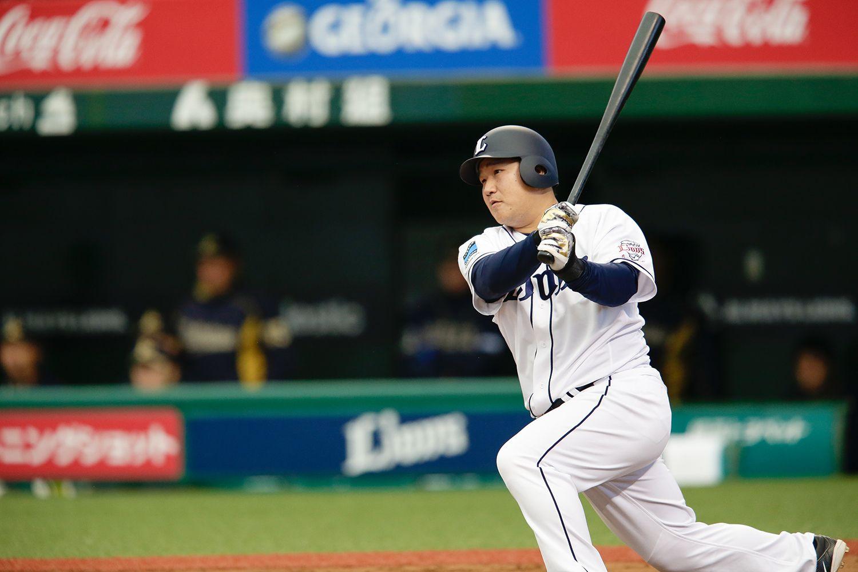 8月10日の楽天戦で6試合連続本塁打を放ち、プロ野球記録まであと「1」にせまった中村剛也 ©文藝春秋