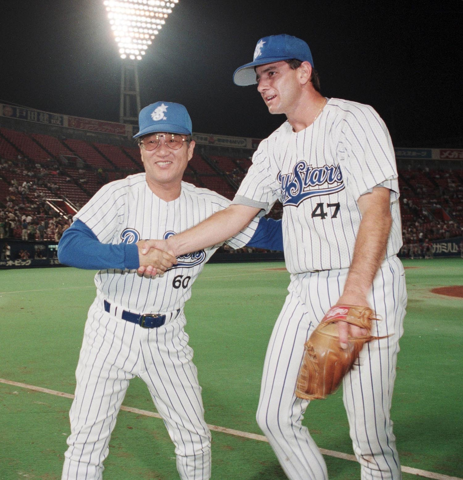 1995年の近藤昭仁(左)と初勝利をあげたバークベック