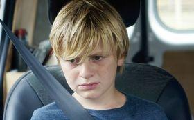 DV離婚した両親の間で揺れ動く少年の思い 「ジュリアン」を採点!
