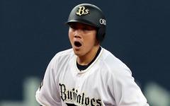 """野球選手なのに""""トライ"""" オリックス・伏見寅威の「明るさ」がチームを救う"""