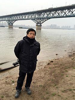 南京長江大橋のたもとで。