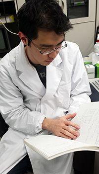 現在、東大内の化学系研究室に所属している今野さん。ノート作りの工夫は実験ノートでも実践しているそうです。