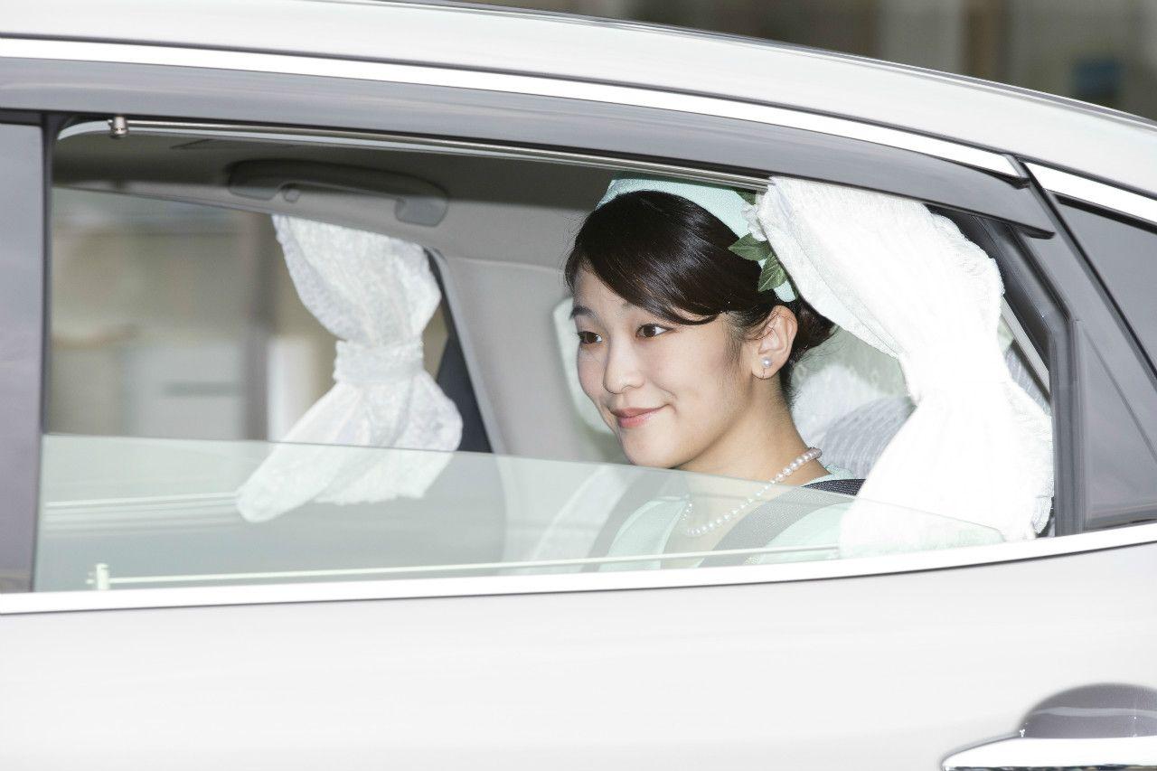 会見当日、天皇皇后両陛下へのあいさつのため皇居へ向かわれる眞子さま ©JMPA