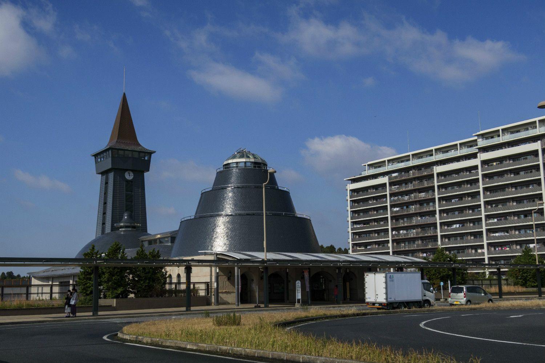 謎建築な印旛日本医大駅