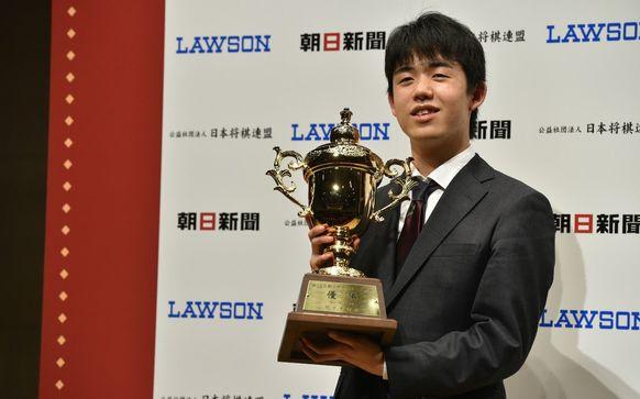 藤井聡太七段が朝日杯2連覇の快挙 今後、期待がかかる記録更新は?