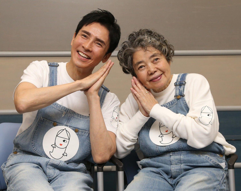 36年ぶりに郷ひろみさんとデュエットを披露した樹木希林さん(2015年) ©時事通信社