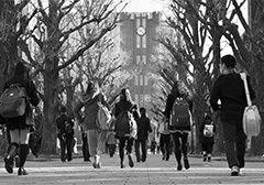 大学で思う存分学んでほしい! Photo:Kyodo