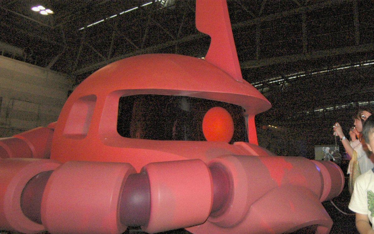 お台場のガンダム展は世代を超えて多くの人が集まった。ザクから昭和が漂う ©共同通信社