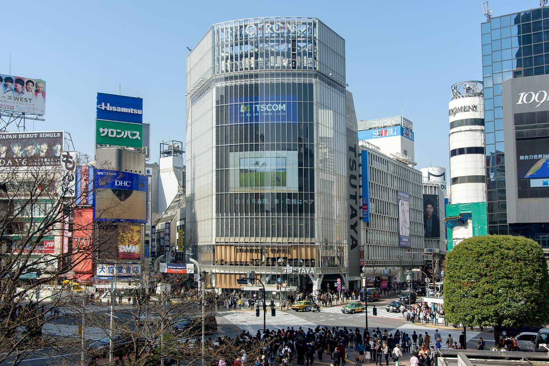 渋谷駅前のスクランブル交差点 ©文藝春秋