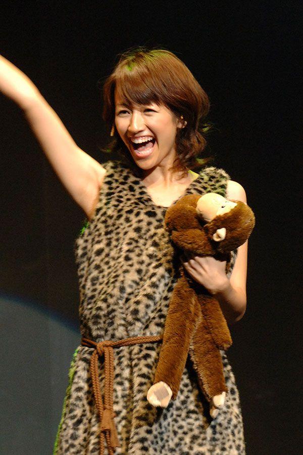 アナウンサー時代の前田さん。舞台「voice」にて ©志水隆/文藝春秋