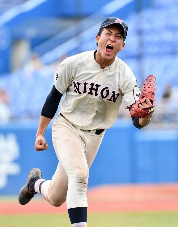2018年7月30日、西東京大会決勝で日大鶴ケ丘の勝又温史投手が、154球を投じた試合後に脱水症状を伴う熱中症を発症した