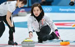 韓国で話題沸騰 カーリング女子準決勝は「清純美女」vs「眼鏡の先輩」