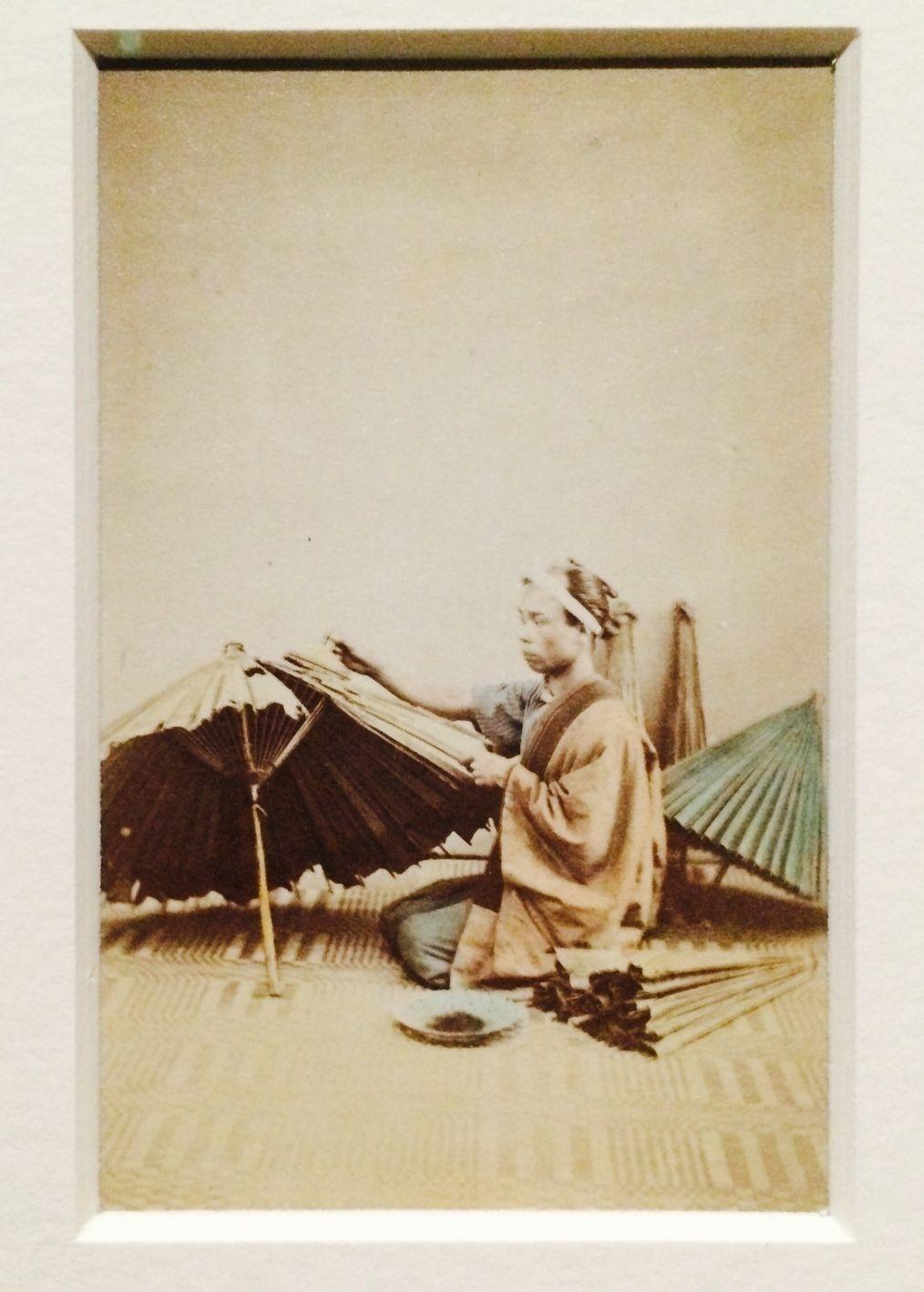 下岡蓮杖《(傘張り)》 鶏卵紙 文久3〜明治8年頃 東京都写真美術館