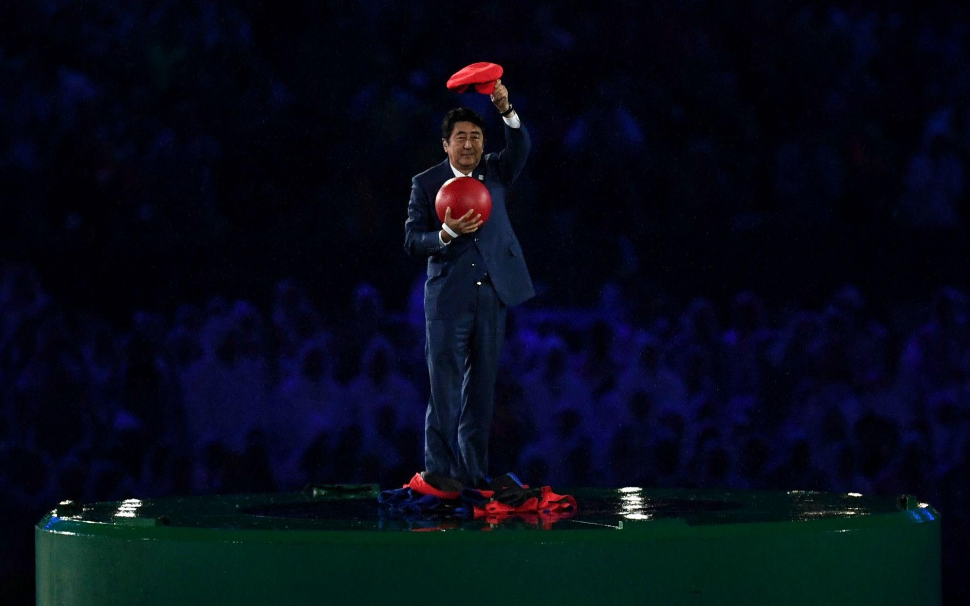 リオ五輪でマリオに扮した安倍首相 ©getty