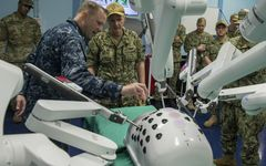 米軍の病院船『マーシー』来航 災害時に「海からのアプローチ」は必要か?