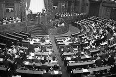 法律が参院で可決され3年あまり Photo:Kyodo