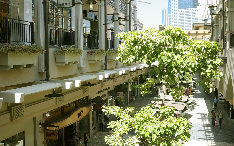 華やかなショップが立ち並ぶアラモアナセンター
