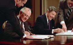 ご存知ですか? 12月8日は米ソがINF全廃条約に調印した日です