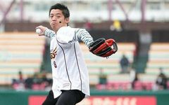 【楽天】本拠地マウンドで始球式デビュー! きっかけは文春野球コラムだった