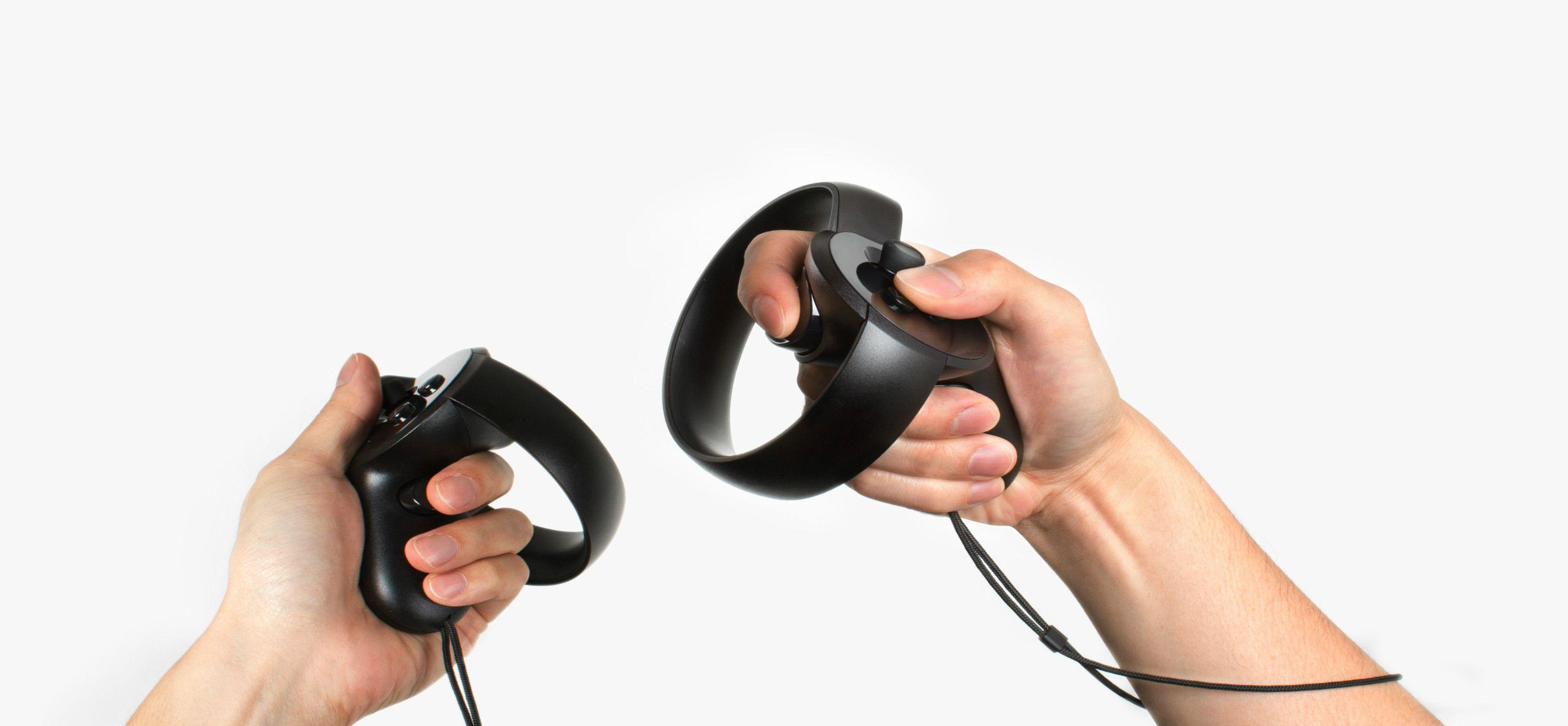 Oculus Rift(Oculus社)はPCと繋げて使うタイプ(上)。環境映像やゲームなどのコンテンツをネットからダウンロードして楽しめる。手や指の動きを検知するOculus Touch(下)を使えば、VR上の物を掴んだり投げたりできるだけでなく、サムズアップなどの動作も可能にする。
