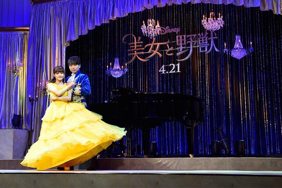 昨年公開された『美女と野獣』の日本語吹き替え版では、野獣役を演じた ©文藝春秋