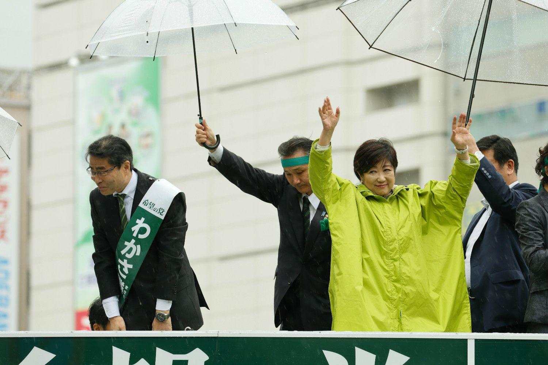 小池百合子さんと若狭勝さん(左)©石川啓次/文藝春秋