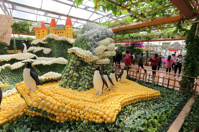 寿光市で行われた「野菜の国際博覧会」に展示された野菜を使った造形作品 ©getty
