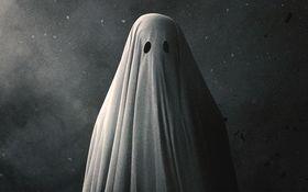 シーツ姿の幽霊の視点で描く死後の世界 「AGHOSTSTORY/ア・ゴースト・ストーリー」を採点!