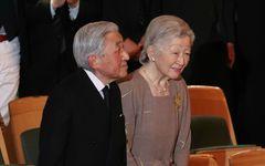 """「急激な体重の減少」美智子さま(84)乳がん手術へ 外出先では""""ローファータイプ""""の靴をお召しに"""