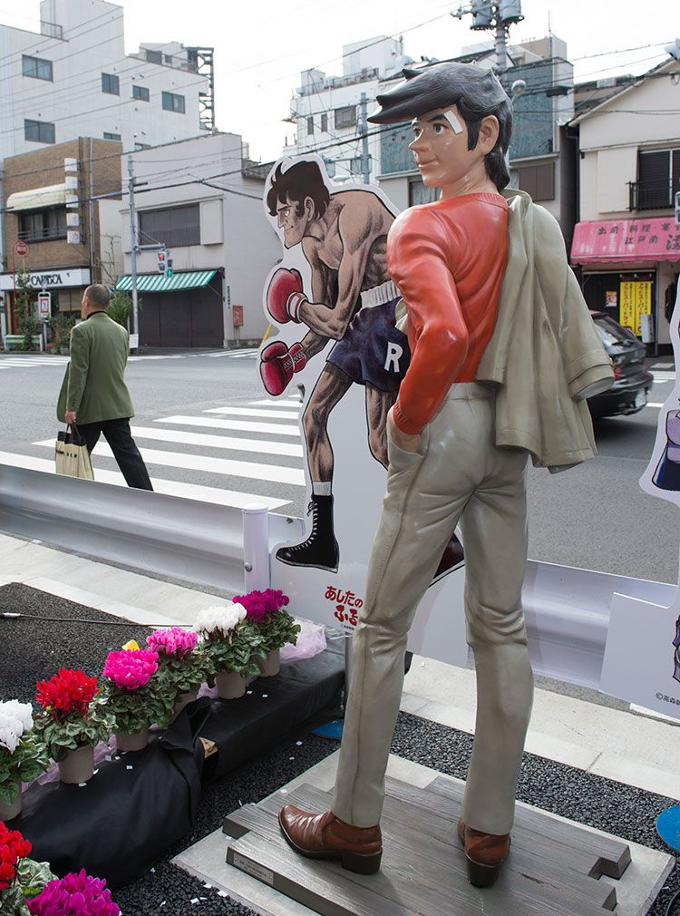 山谷・いろは商店街に設置されている矢吹丈の像 ©榎本麻美/文藝春秋