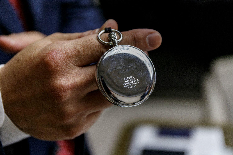 時計の裏には「三日月大造君の門出を祝う会」と刻まれている