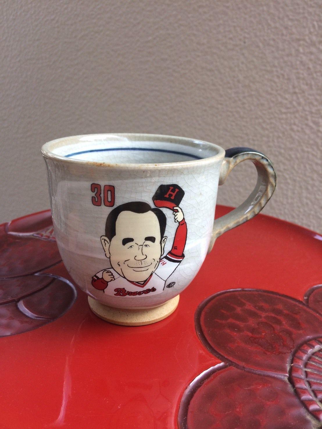 上田利治氏の野球殿堂入り記念のマグカップ ©えのきどいちろう