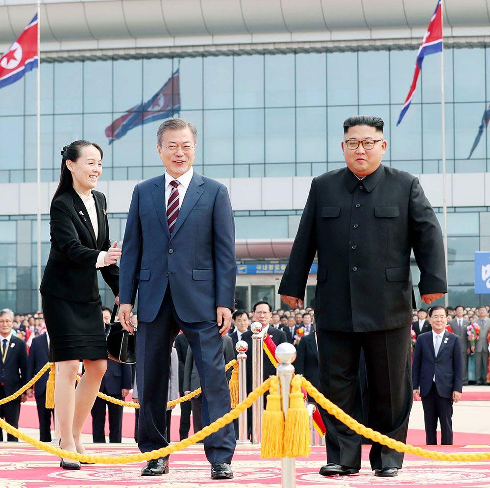 文大統領を出迎える金正恩氏と与正氏(左) ©共同通信社