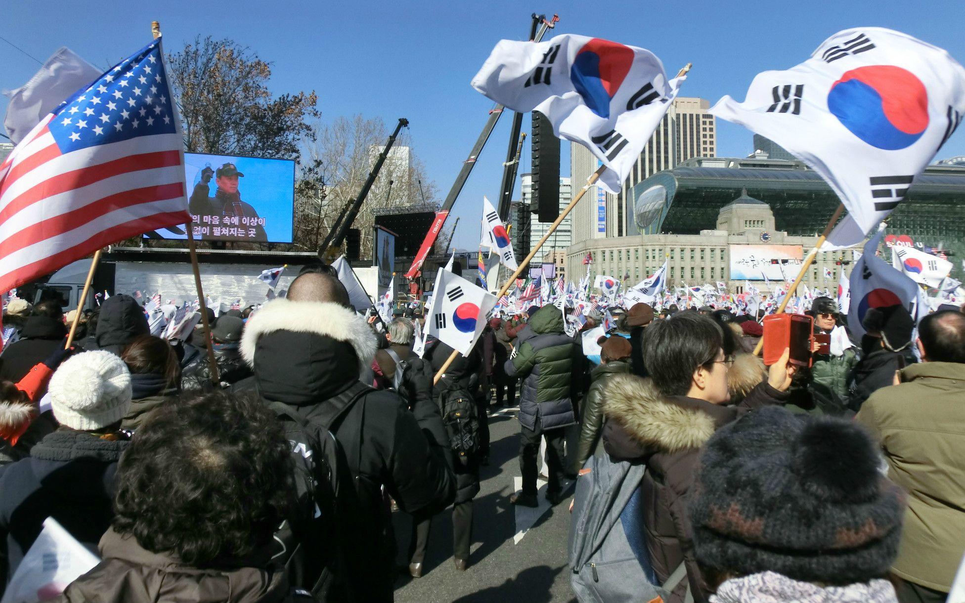 朴大統領の弾劾阻止を訴える太極旗集会 ©菅野朋子