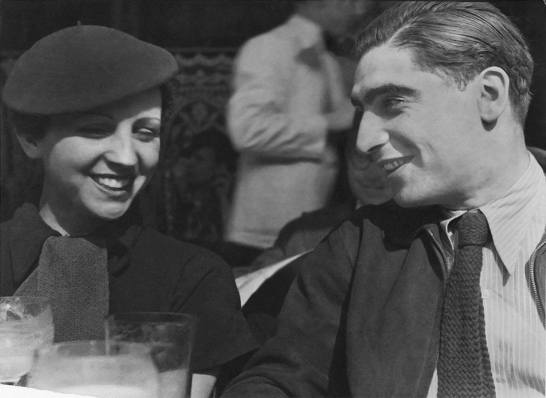 ゲルダ・タローとロバート・キャパ(1936年) ©getty